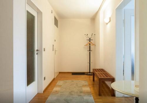 In Erlangen Wohnung mieten, Flur Blick auf Wohnungstüre